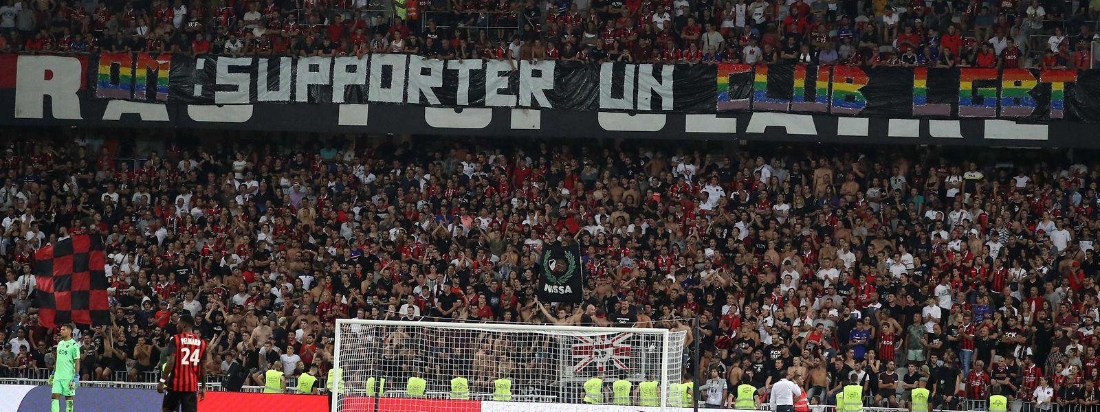 La Brigade Sud de Nice a déployé plusieurs banderoles homophobes lors du match contre Marseille, mercredi