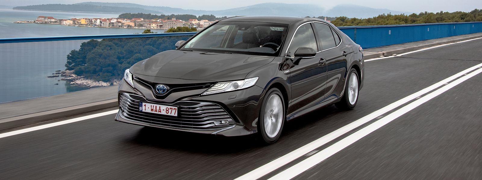Die fahrdynamischen Eigenschaften des eleganten Toyota Camry wurden speziell auf die Bedürfnisse des europäischen Marktes abgestimmt.