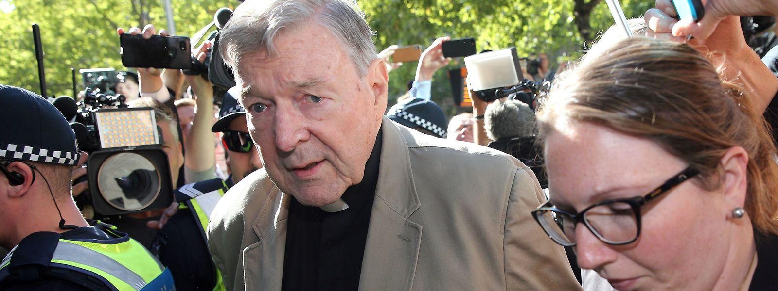 Kardinal George Pell vor einem Gerichtstermin.