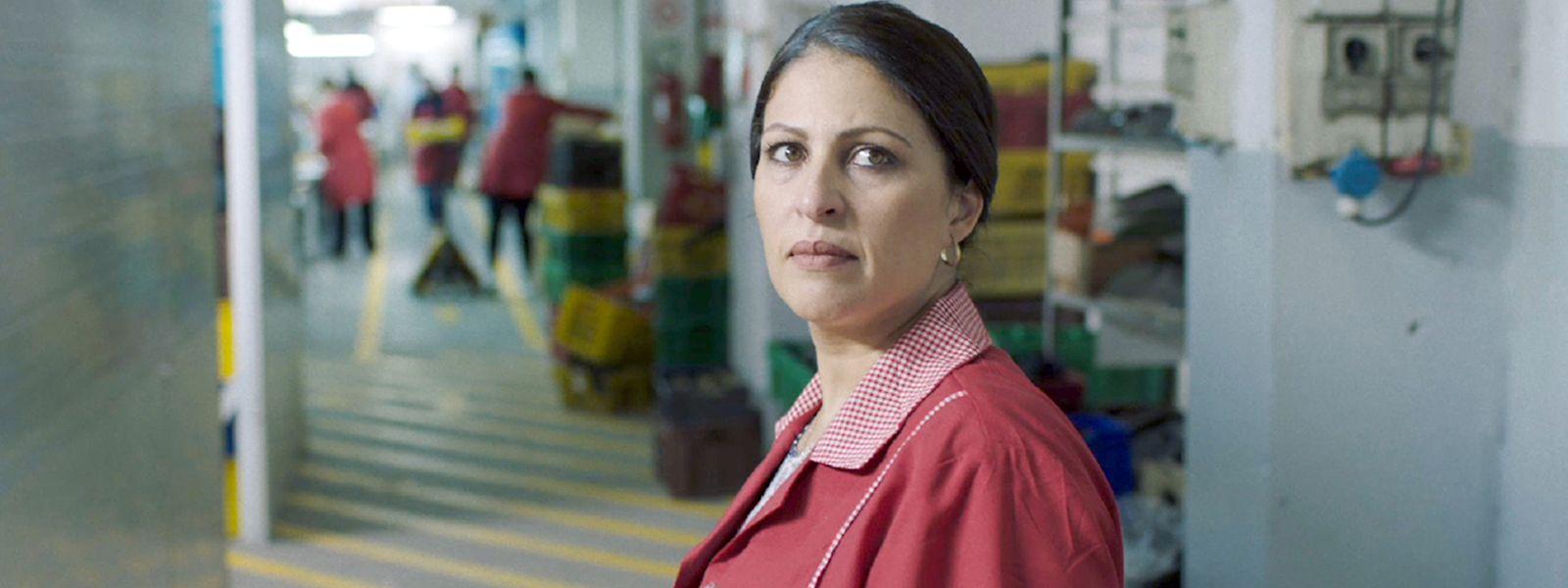 Amel (Afef Ben Mahmoud), une mère désabusée, mais bien décidée à poursuivre son combat.