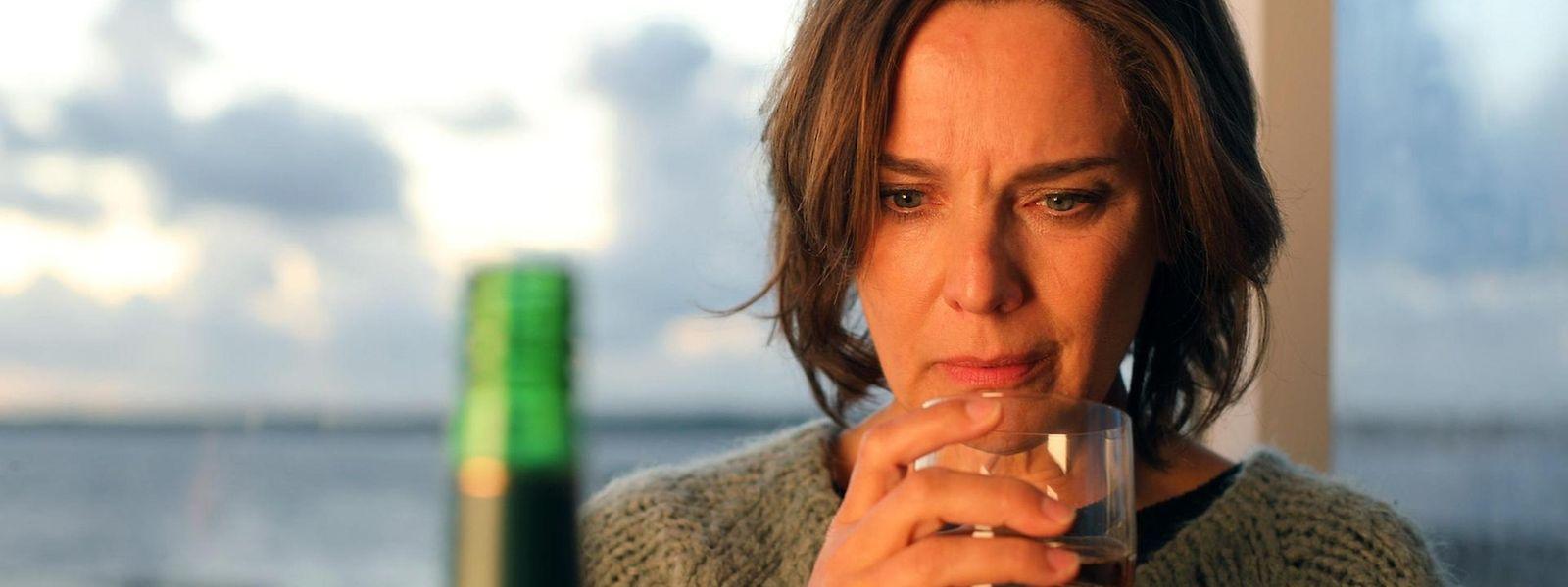 Die Ermittlerin und Ex-Alkoholikerin Catherine Blake (gespielt von Desirée Nosbusch) muss sich nicht nur in den Fällen beweisen, sondern auch im Privatleben.