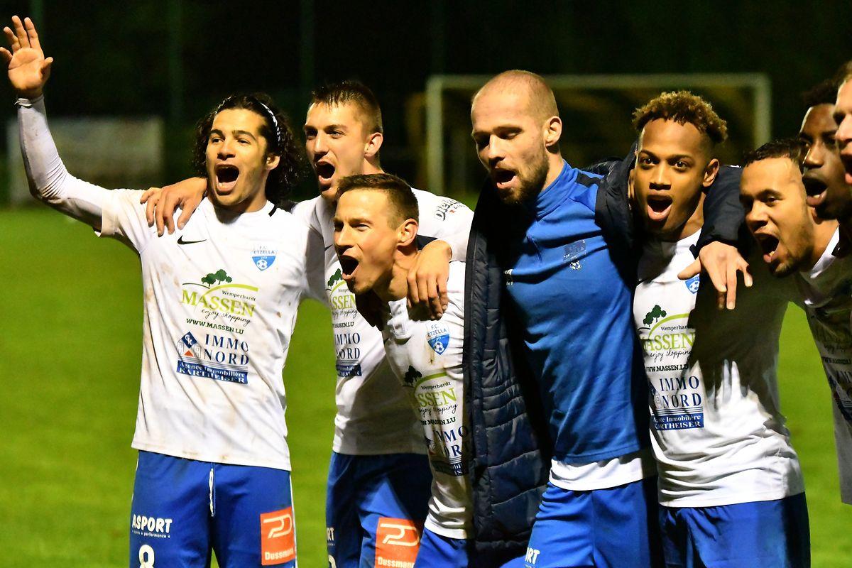 A festa dos jogadores do Etzella, apoós a vitória contra o Wasserbillig.
