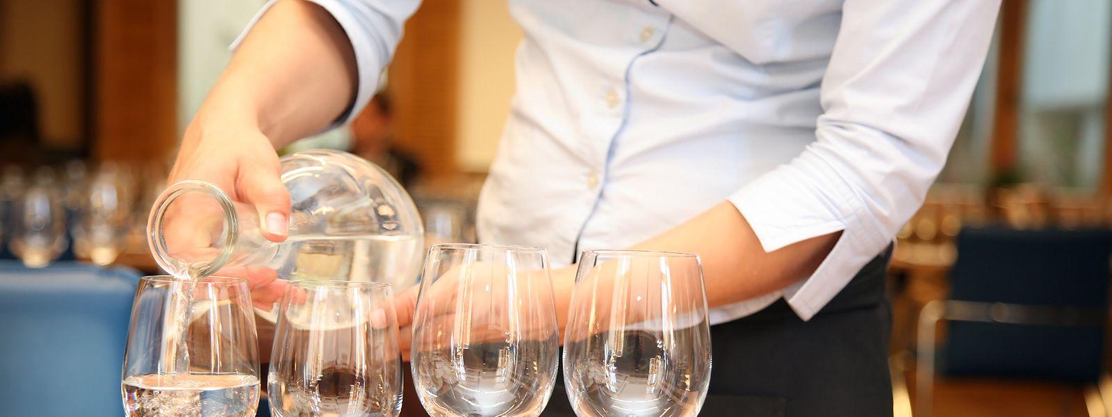 Une législation sur l'obligation de servir de l'eau du robinet à la table des cafés et restaurants au Luxembourg n'est pas encore à l'ordre du jour