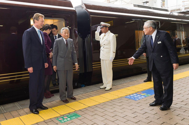 Am Bahnhof von Tsuchiura wurden die Ehrengäste von Tomita Tetsurou emfangen, dem Direktor der East Japan Railway.