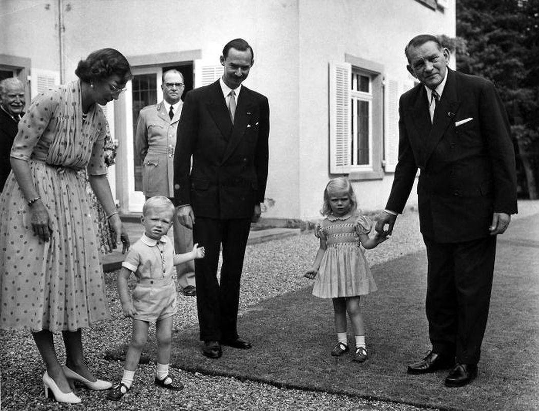 Auf Schloss Betzdorf macht Coty (r.) Bekanntschaft mit Prinz Jean und und Prinzessin Marie-Astrid.