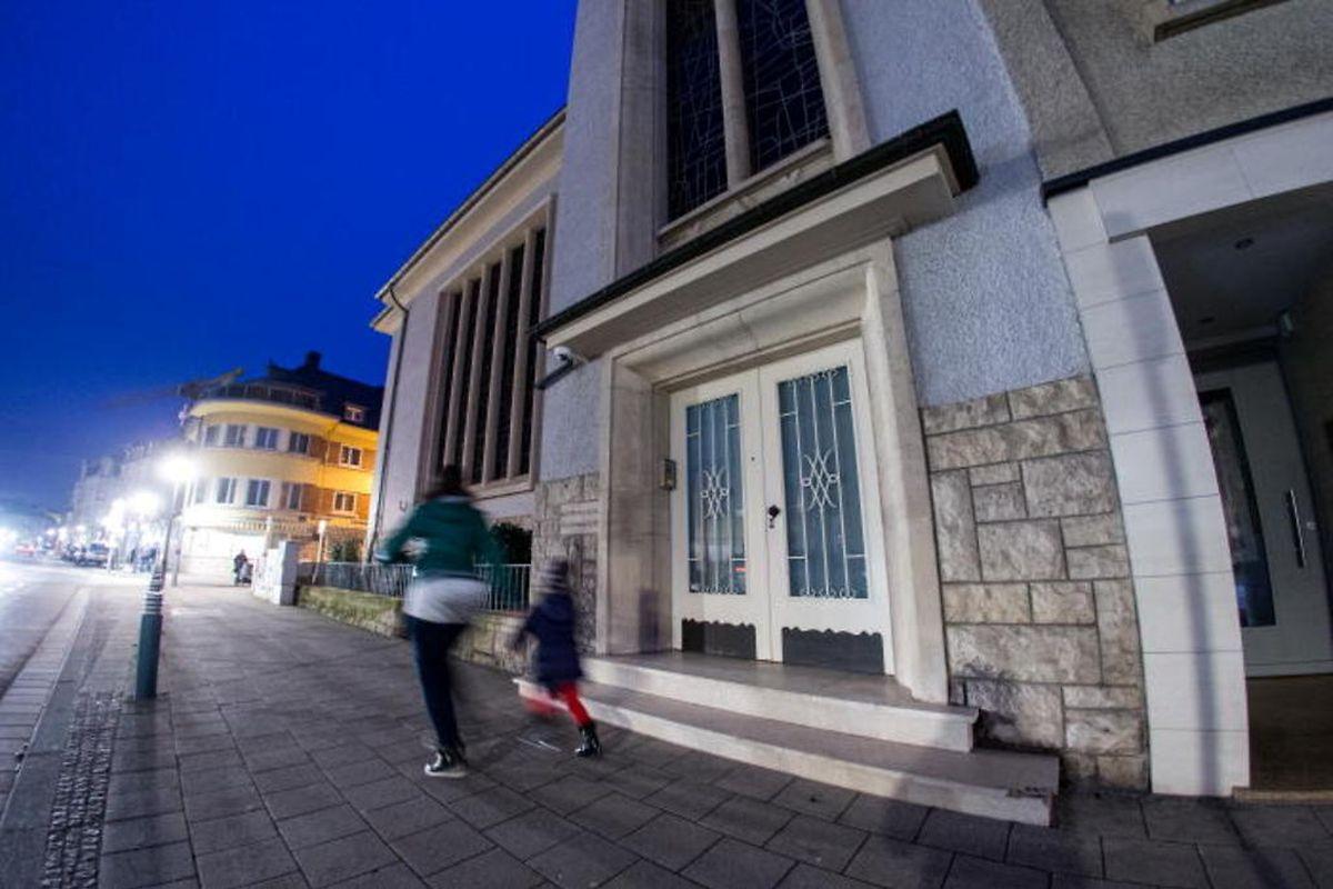 Synagogue d'Esch dans la rue du Canal: la communauté israélite libérale y est en plein boom. Outre la synagogue d'Esch et de Luxembourg, il en reste une à Ettelbruck qui n'est plus utilisée mais qui va être transformée en musée.