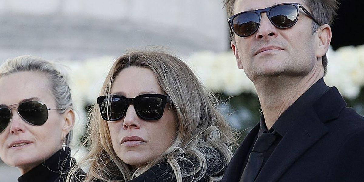 De gauche à droite: Laeticia Hallyday, l'épouse du chanteur, Laura Smet et David Hallyday, les enfants majeurs de Johnny.