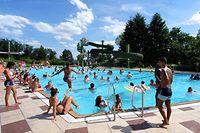 Photos de la piscine en plain air a Vianden - Dimanche 10. 7 = 32 C° / Foto: Armand WAGNER