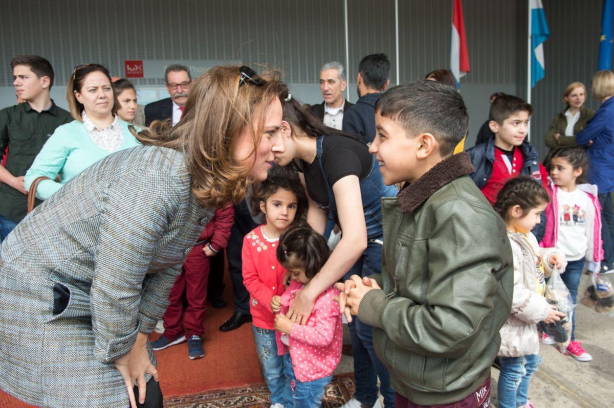 Integrationsministerin Corinne Cahen empfing die Familien am Dienstag am Flughafen.