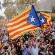 A l'extérieur du parlement, plusieurs dizaines de milliers de manifestants indépendantistes ont salué par des clameurs de joie l'annonce du résultat.