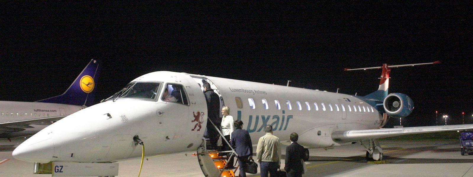 Letzter Aufruf: Die Luxair-Embraer 145 LX-LGZ führte den letzten regulären Luxair-Flug zwischen dem Findel und dem Rhein-Main-Airport durch.