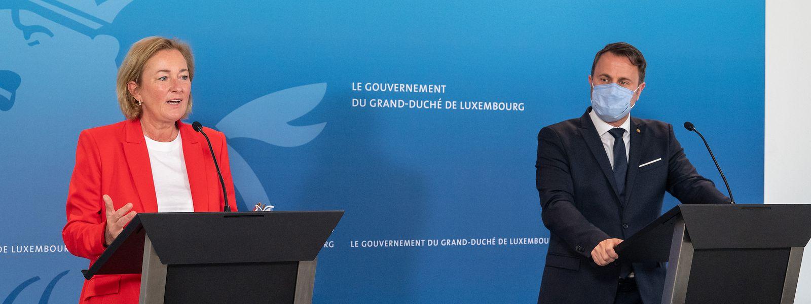Gesundheitsministerin Paulette Lenert (LSAP) und Premierminister Xavier Bettel (DP), stellten am Freitag die neue Impfliste vor.