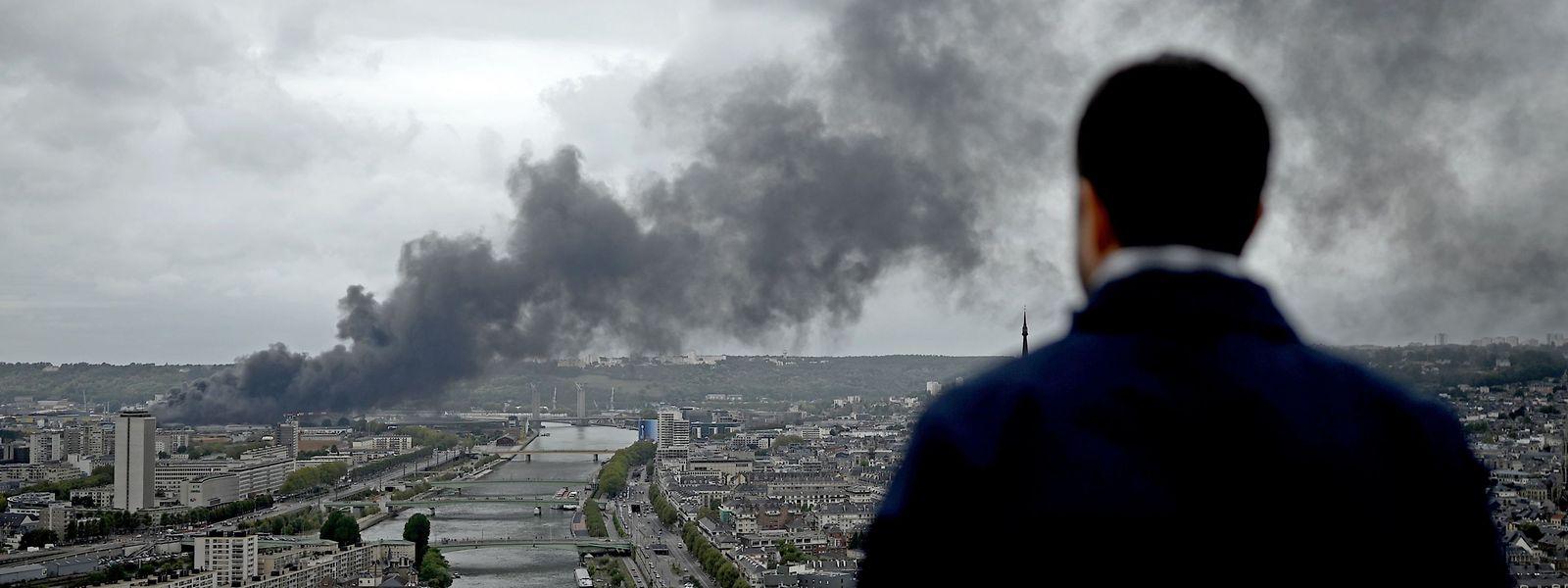 Quatre jours après l'incendie, les établissements scolaires ont enfin pu rouvrir à Rouen et dans ses environs.