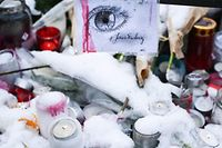 """A drawing reading """"I'm Strasbourg"""" is pictured during a gathering around a makeshift memorial at Place Kleber, in Strasbourg, on December 16, 2018 to pay a tribute to the victims of Strasbourg's attack. - Four people were killed and 12 wounded when a lone gunman, identified as Cherif Chekatt, 29, opened fire on shoppers near the Christmas market, on December 11, 2018, according to French officials. (Photo by SEBASTIEN BOZON / AFP)"""