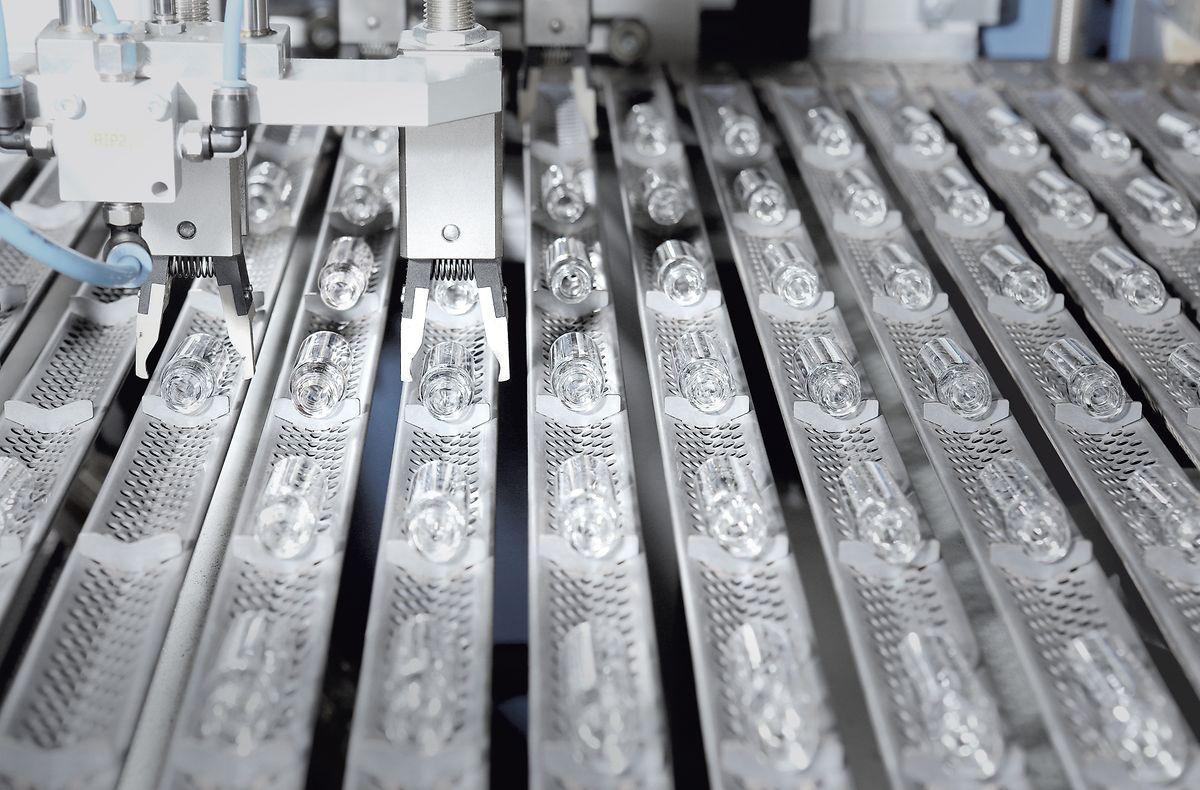Der Glashersteller Schott fertigt den Großteil der für die weltweiten Impfstoffe verwendeten Fläschchen.