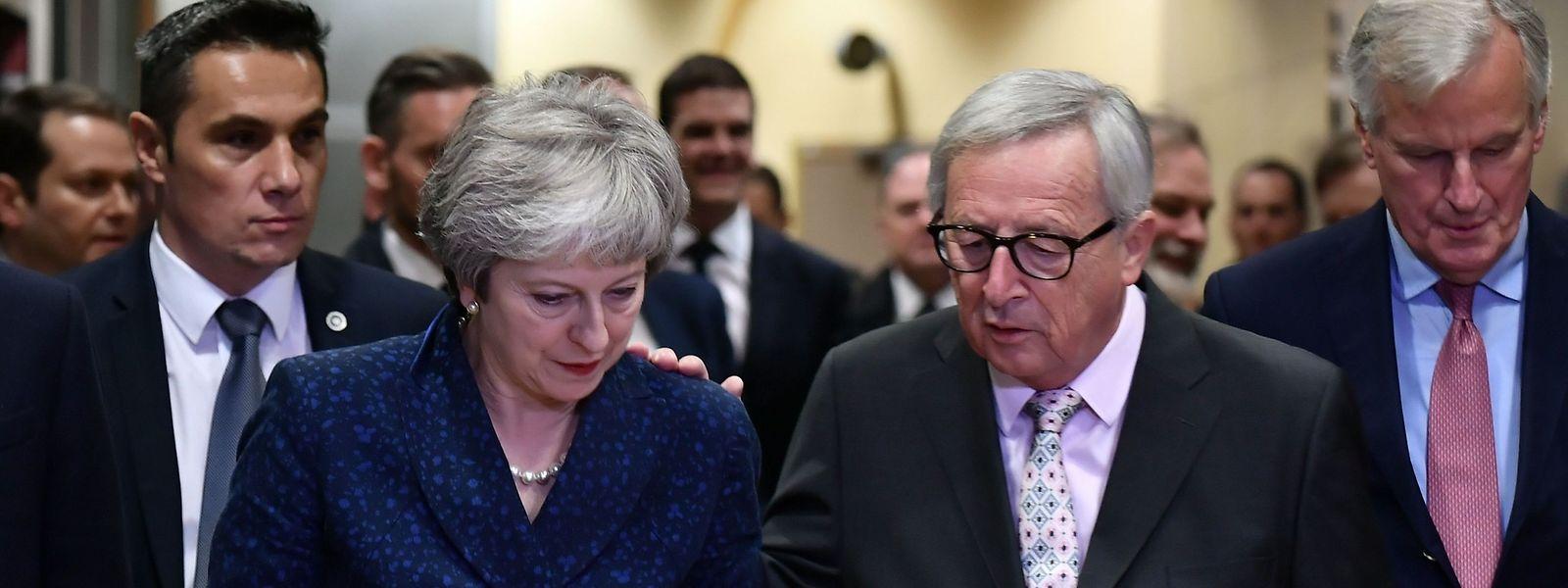 Englands Premierministerin Theresa May kam am Samstagabend zu einer letzten Gesprächsrunde mit EU-Kommissionspräsident Jean-Claude Juncker zusammen.