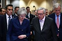 British Prime Minister Theresa May (L) is welcomed by European Commission President Jean-Claude Juncker (C) and Brexit Chief negociator Michel Barnier (R) at the European Commission in Brussels on November 24, 2018. - British Prime Minister May met with EU Commission President Juncker in Brussels on November 24, for final talks ahead of a crucial Brexit summit. The pair did not make any public statements before they went into their meeting, which comes ahead of a summit of all 28 European Union leaders on November 25. (Photo by Philippe LOPEZ / AFP)