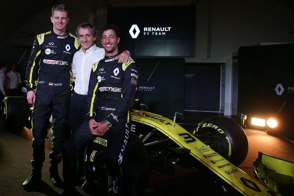 Le passé et le futur de Renault. L'ancien champion du monde Alain Prost au côté de Nico Hulkenberg et Daniel Ricciardo.