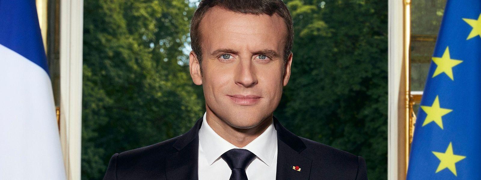 Emmanuel Macron ist der erste französische Präsident, der sein offizielles Porträt über Twitter veröffentlichte.
