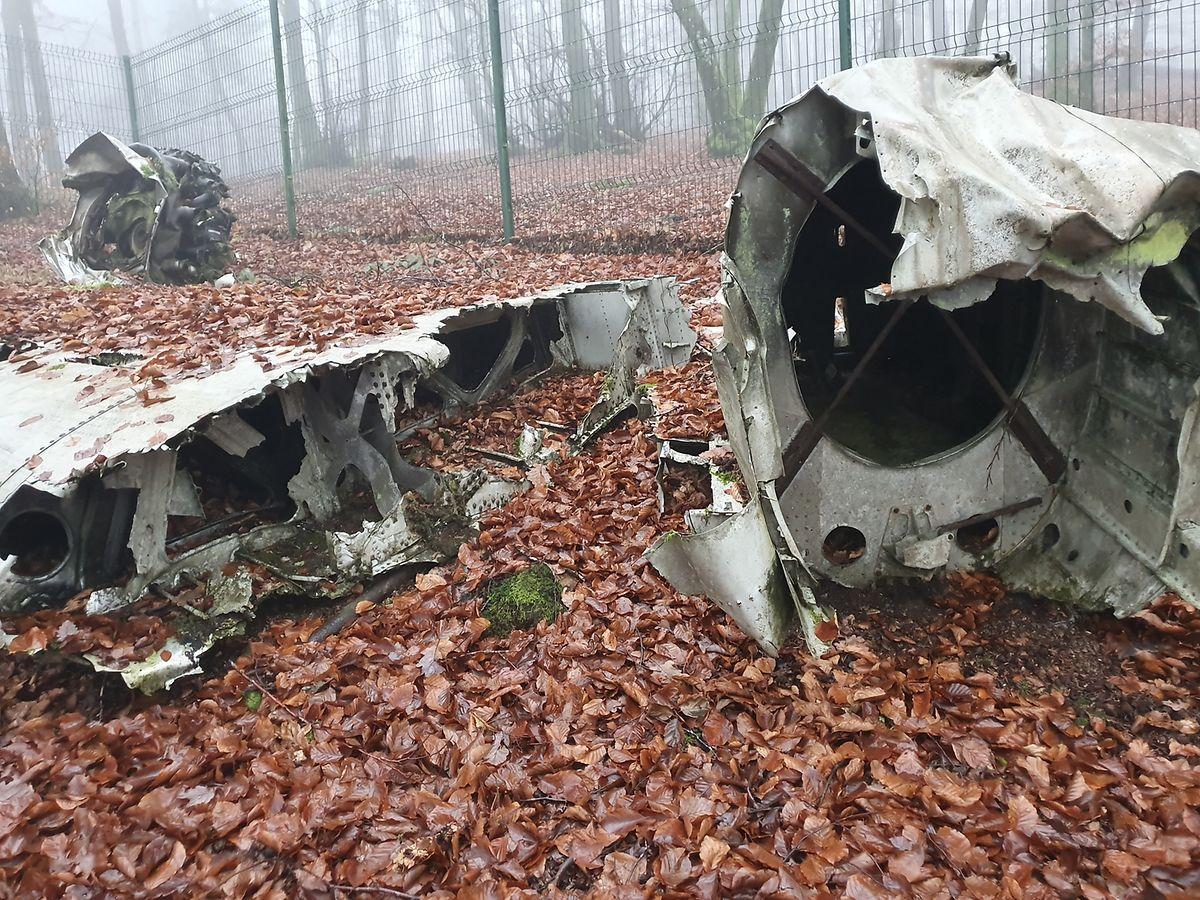 Ainda hoje é possível ver estes estroços de um avião de reconhecimento inglês abatido entre Troisvierges e Clervaux.