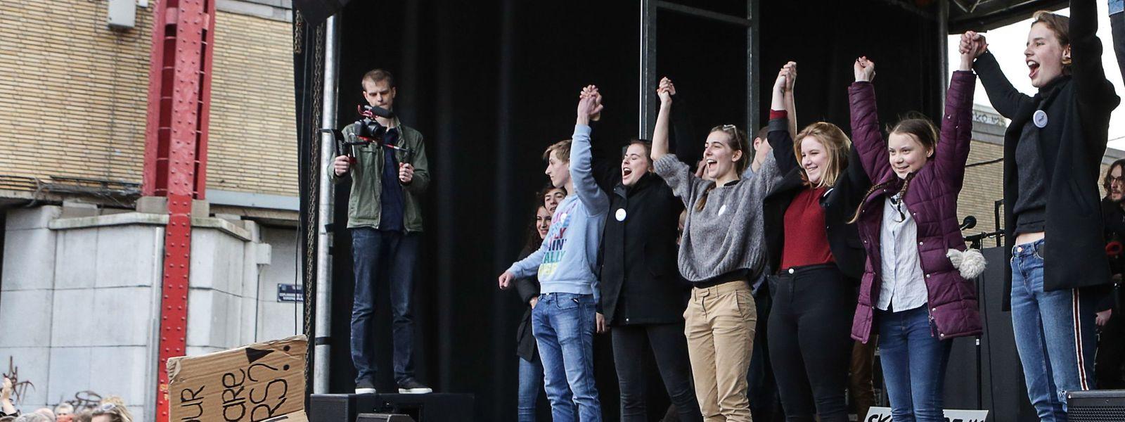 Greta Thunberg (2.v.r.) mit Unterstützern in Brüssel.