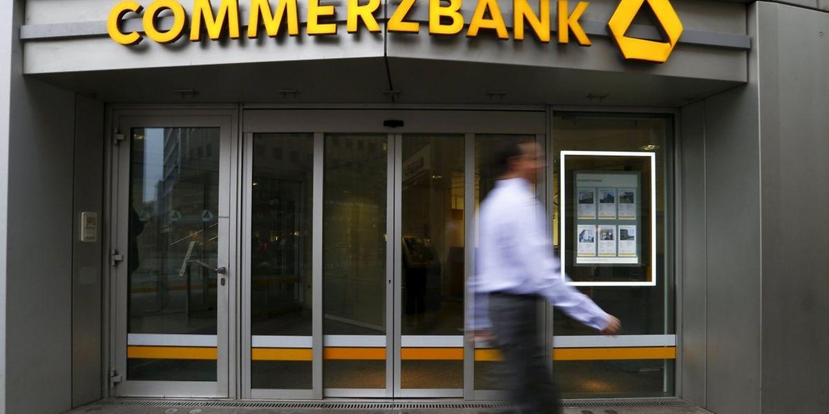 Die Commerzbank rappelt sich auf und steigert den Gewinn.