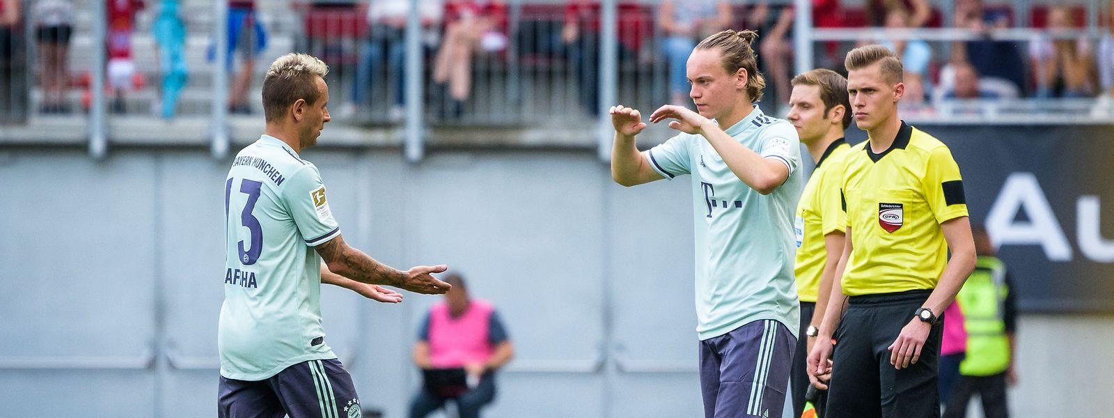 Gegen Paris SG feierte Ryan Johansson sein Debüt bei den Profis. Er wurde für Rafinha (l.) eingewechselt.