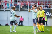 Bayern Munich's Ryan Johansson (2L) substitutes Rafinha (L) during the International Champions Cup football match Bayern Munich against Paris Saint-Germain (PSG) on July 21, 2018 at the Worthersee Stadium in Klagenfurt, Austria. / AFP PHOTO / Jure Makovec