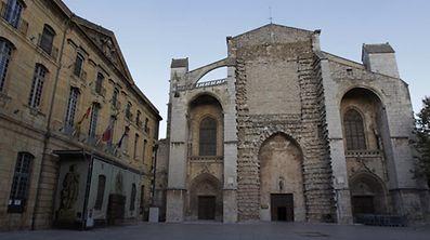 The exterior of the Basilique Saint Maximin