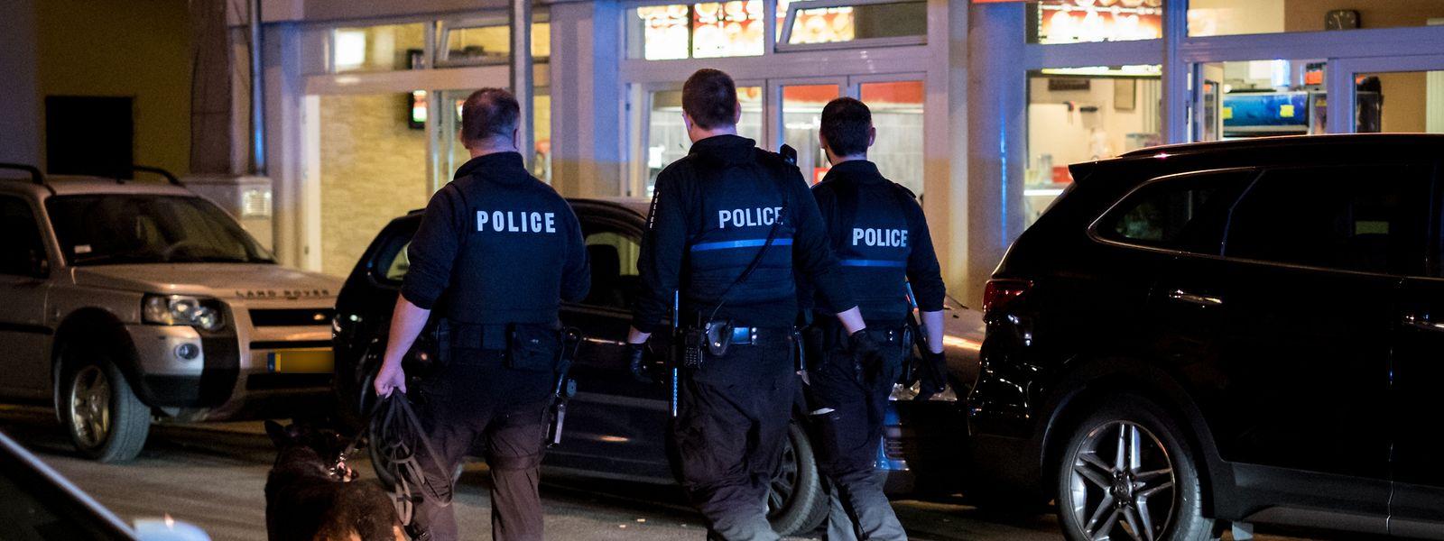 Im Bahnhofsviertel halten nicht nur uniformierte Polizisten Ausschau nach Dealern. Zivilbeamten wurden im Oktober 2019 Drogen angeboten.
