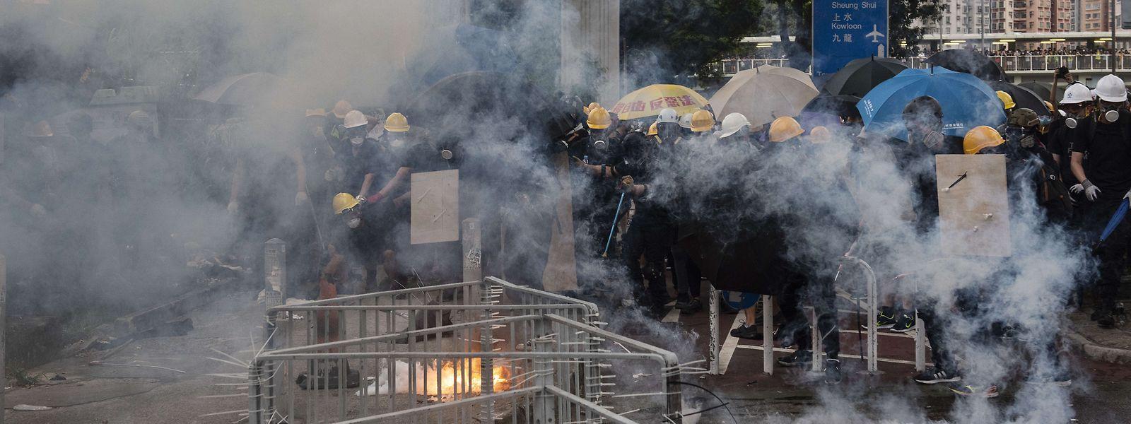 Die Polizei hat Tränengas gegen die Demonstranten eingesetzt.
