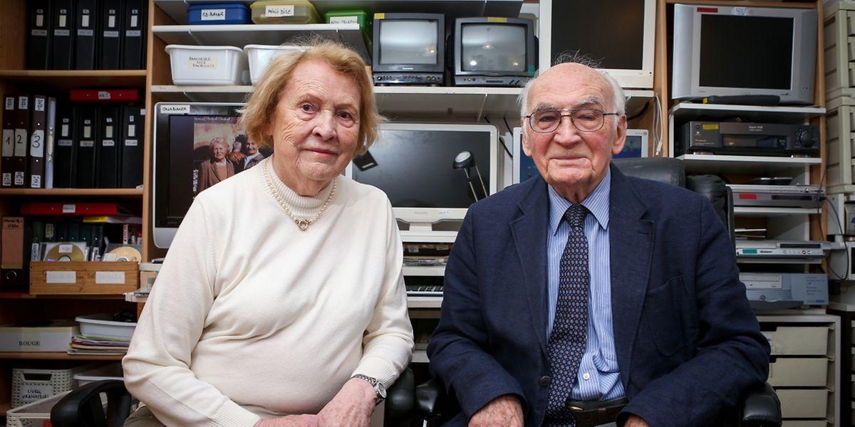 Laure und Léon Mergen-Conrath haben die Entwicklung des Viertels mitverfolgt. Immer mit dabei: Léon Mergens Videokamera. Die Filme bewahrt der heute 91-Jährige wie einen Schatz auf.