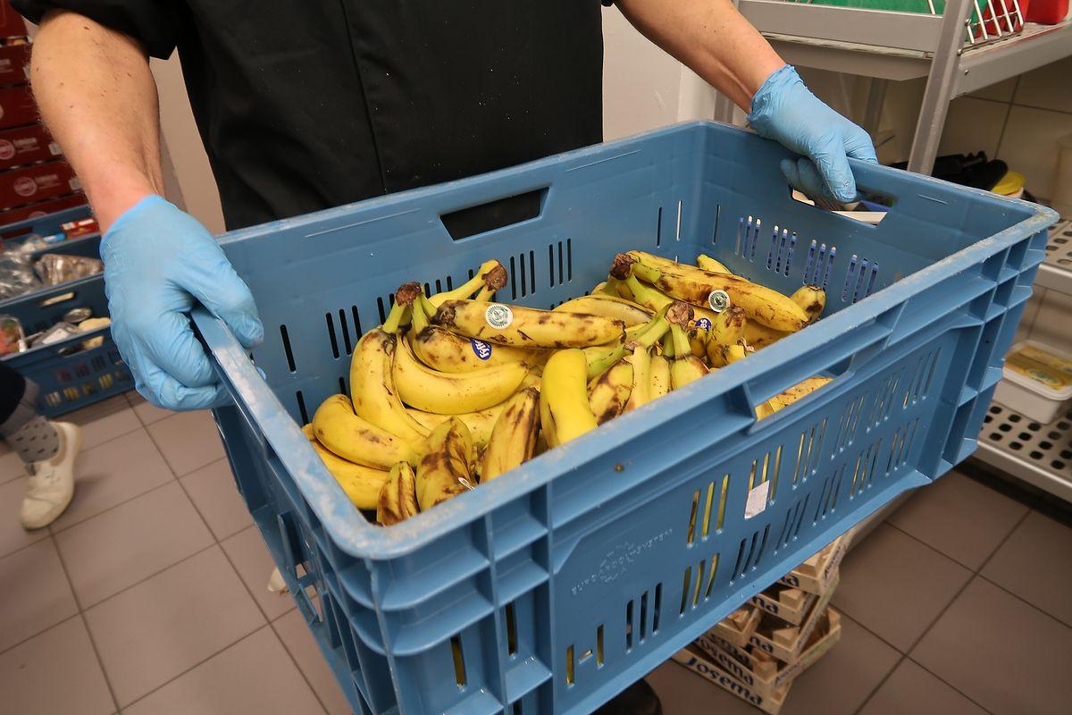 Tous les produits frais récupérés par le «Stëmm Caddy» sont aptes à la consommation mais retirés des rayons d'Auchan plusieurs jours avant leur date limite de consommation.