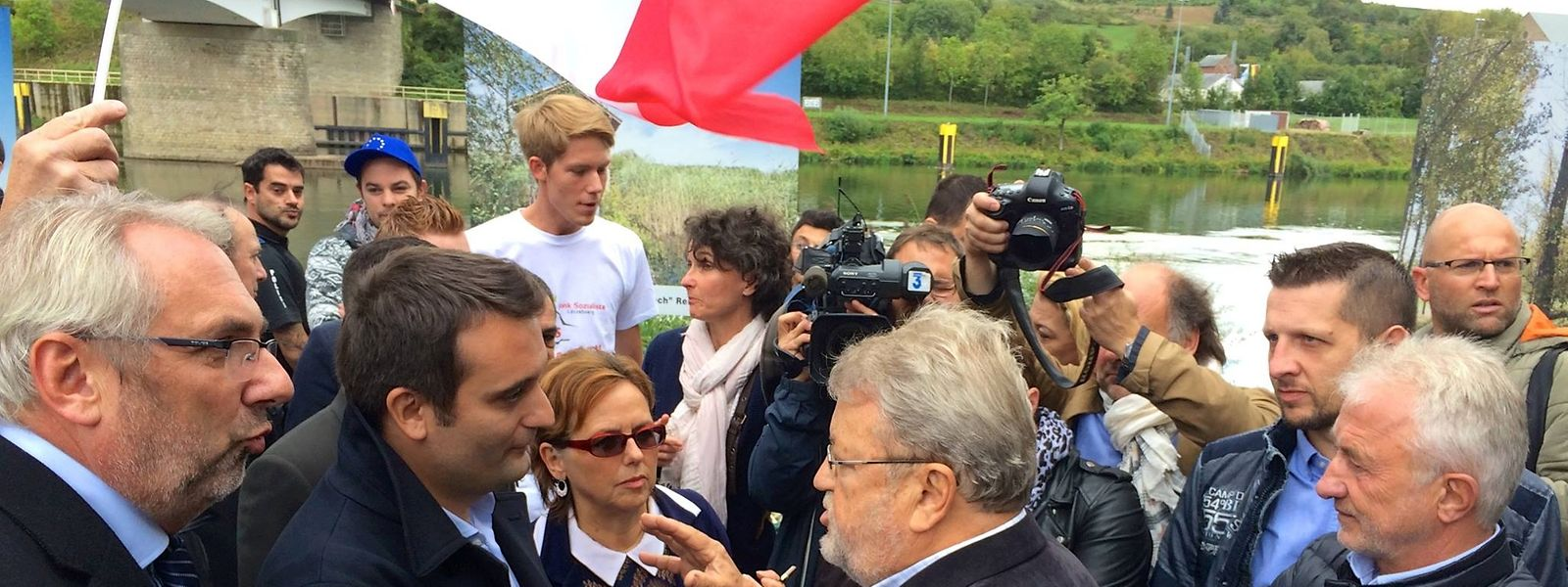 Robert Goebbels beim Wortfgefecht mit Philippot (links).