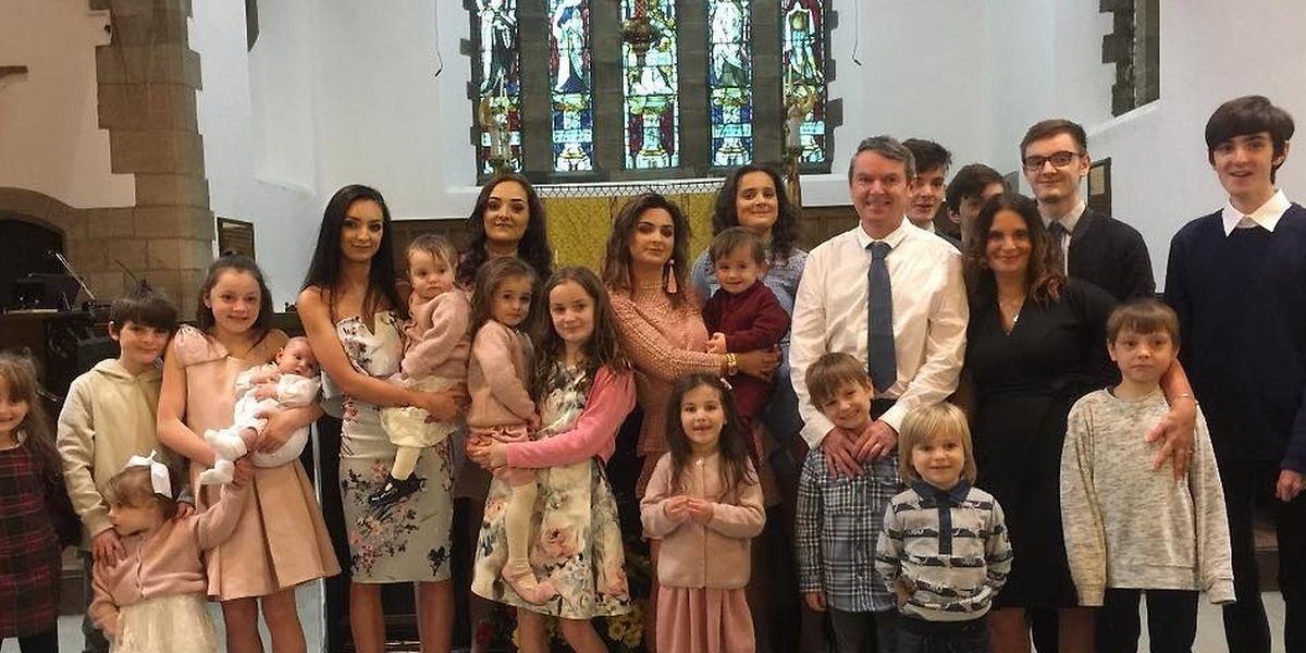 O casal com os 20 filhos no batizado do 20º, Archie. Depois veio Bonnie, em 2018.