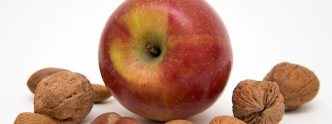 Allergiker, die eine Pollenallergie haben, vertragen oft auch Nüsse und Äpfel nicht - eine sogenannte Kreuzallergie.