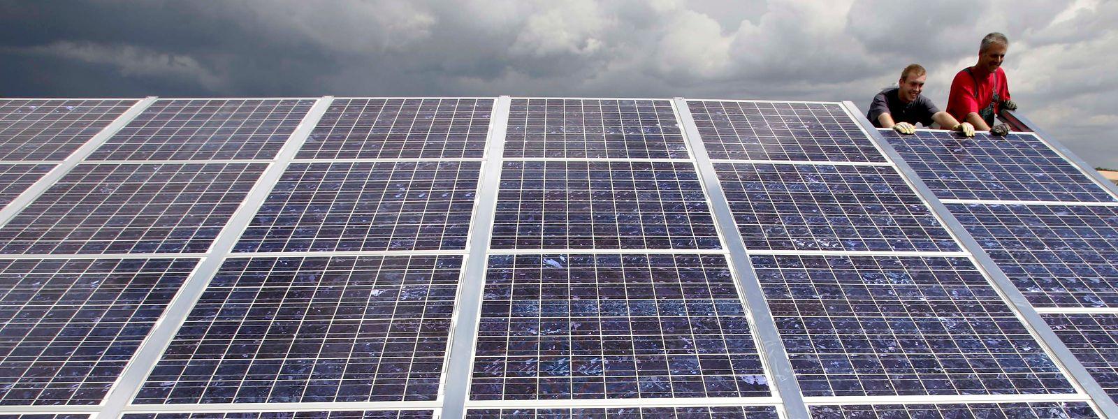Parmi les défis à relever par le gouvernement wallon, la défiance des citoyens notamment envers le photovoltaïque, la région venant d'être jugée responsable de la formation de la «bulle des certificats verts».