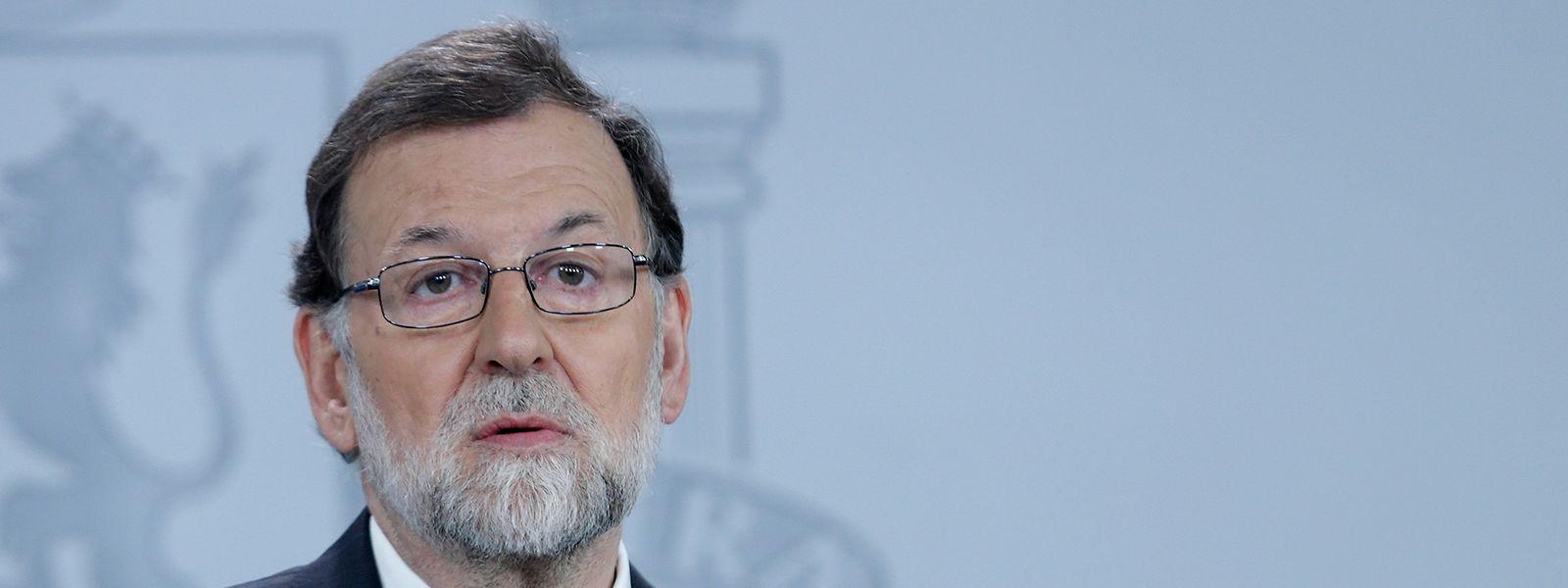 HANDOUT - 25.05.2018, Spanien, Madrid: Dieses von der spanischen Regierung zur Verfügung gestellte Foto zeigt Mariano Rajoy, Ministerpräsident von Spanien, bei einer Pressekonferenz. Rajoy hat am 25.05.2018 einen von der Opposition gegen ihn eingebrachten Misstrauensantrag scharf kritisiert. Foto: César P.Sendra/Pool Moncloa/dpa - ACHTUNG: Nur zur redaktionellen Verwendung im Zusammenhang mit der aktuellen Berichterstattung und nur mit vollständiger Nennung des vorstehenden Credits +++ dpa-Bildfunk +++