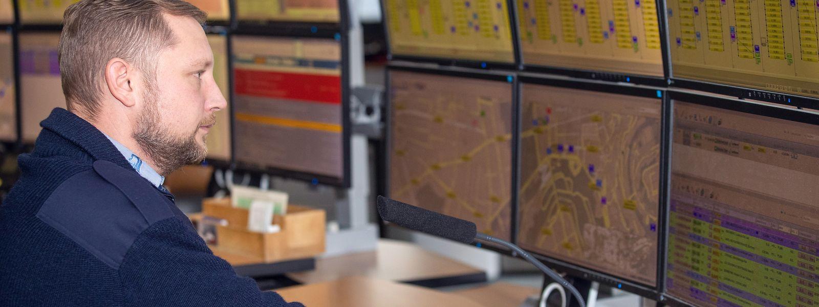 Christian Junk ist einer von sechs Leitstellenbeamten einer Schicht bei den Autobus de la Ville de Luxembourg.