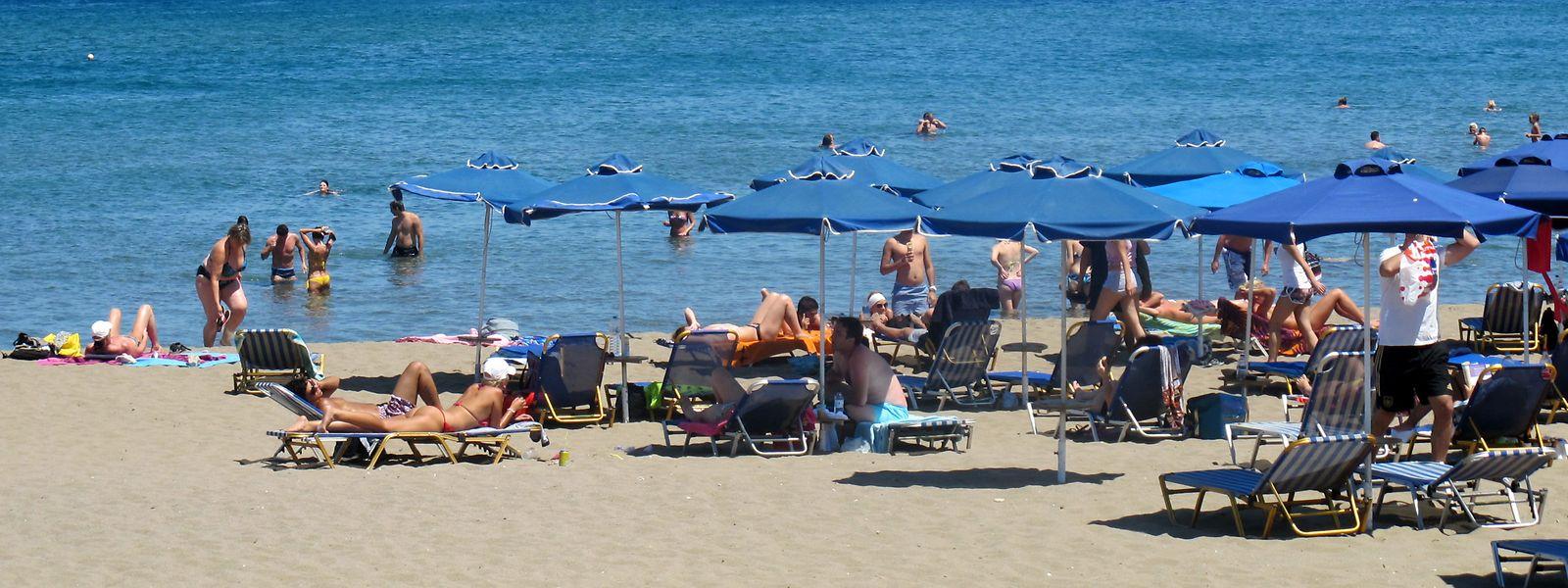 Im Urlaub nur amHotel-Strand liegen - wie hier auf Rhodos - das ist genau das, was viele Millennials nicht wollen.