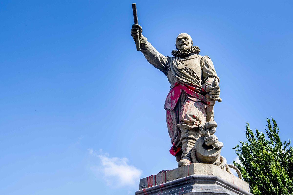 Piet Hein war der Kommandant der niederländischen Westindien-Kompanie. Er gilt in den Niederlanden als Seeheld. Seine Statue in Rotterdam wurde beschmiert.