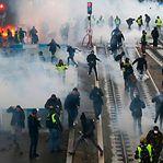 """Mobilização de """"coletes amarelos"""" sobe para 84.000 manifestantes em França"""