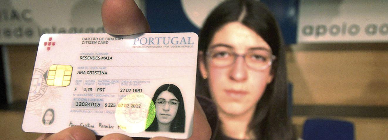 Ana Cristina Resendes Maia de quinze anos de idade foi a primeira portuguesa a receber o Cartao de Cidadao hoje na Cidade da Horta no Faial, Quarta Feira 14 de Fevereiro de 2007. EDUARDO COSTA/LUSA