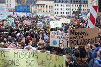 """Bei dem ersten """"Fridays for Future"""" Streik nahmen laut """"Youth for Climate"""" 15.000 Schüler teil. Die Polizei sprach von 7.500 Teilnehmern."""