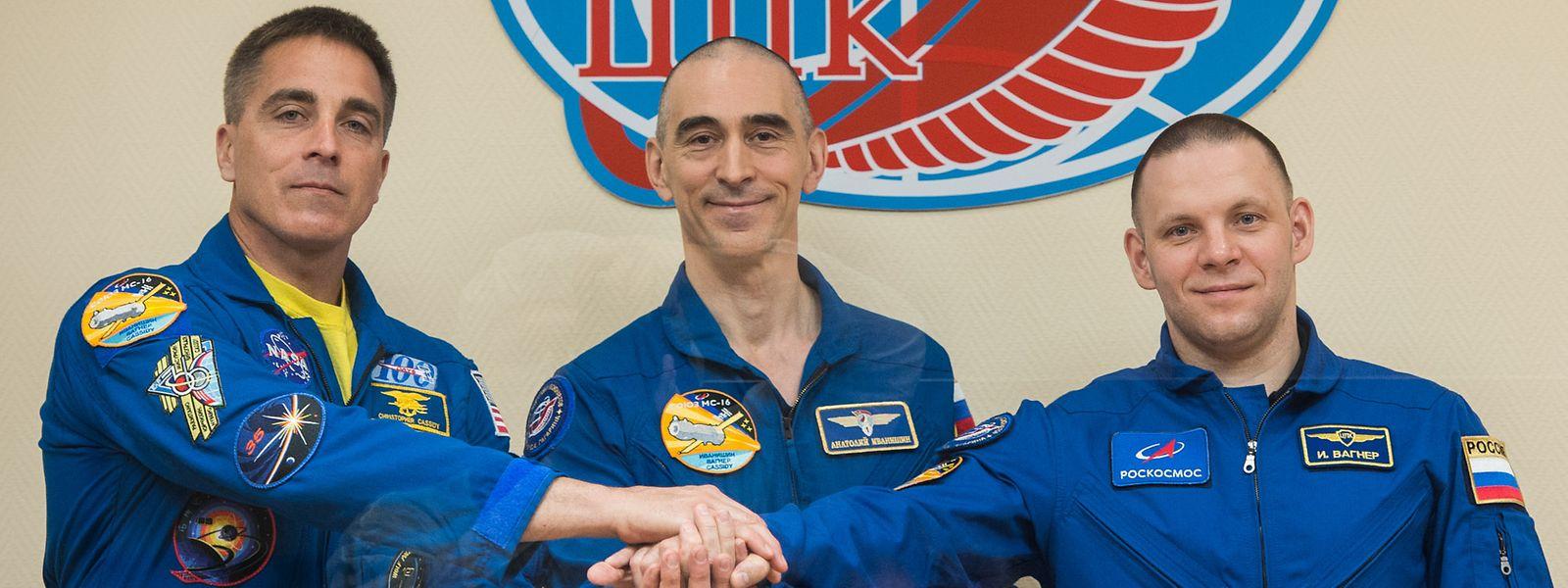 Nasa-Astronaut Chris Cassidy (l.) mit seinen beiden russischen Kameraden Anatoly Iwanischin and Iwan Wagner.