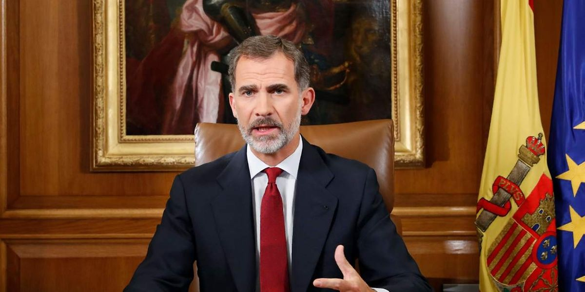 Felipe VI, roi d'Espagne, jusque-là très mesuré dans la plus grave crise que traverse l'Espagne depuis 40 ans, a accusé le gouvernement régional catalan de Carles Puigdemont d'avoir bafoué «de façon répétée (...) et délibérée» la constitution.