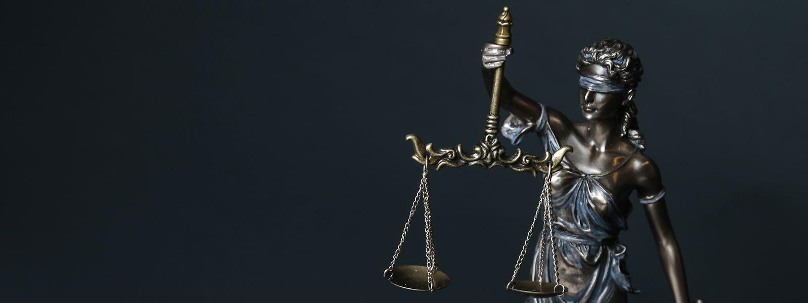 Anwälte sehen die Rechte der Verteidigung gefährdet.