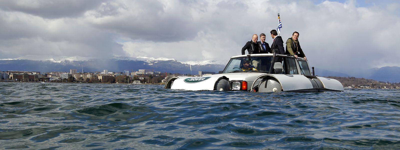 Eine Seefahrt, die ist lustig: Ein umgebauter Discovery schwimmt im Genfer See.