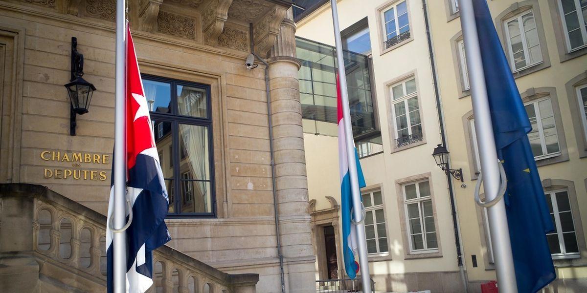 Seit Donnerstag sind die Flaggen auf öffentlichen Plätzen auf Halbmast gesetzt.