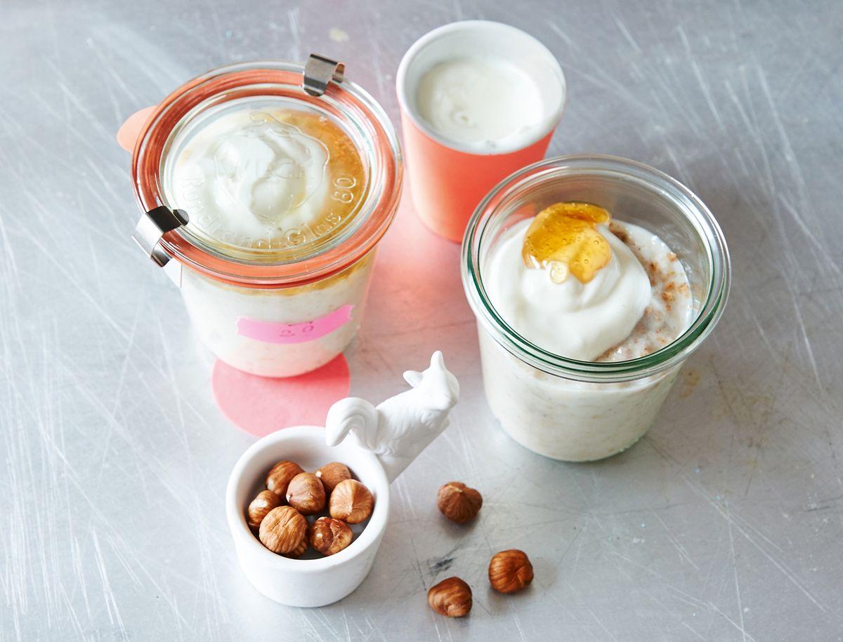 Ob mit Nüssen oder Früchten:Auch ein klassisches Porridge mit Haferflocken lässt sich vielfältig kombinieren.